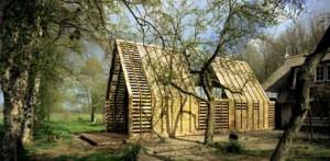 Het houten tweelinghuis met zinken verbindingen uit het zuiden