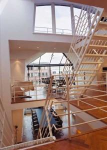 Grote vides annex trapgaten doorsnijden verdiepingen