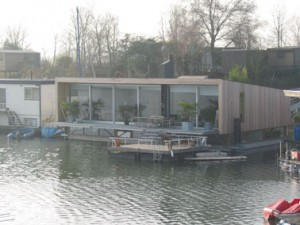 De waterzijde met terrassen
