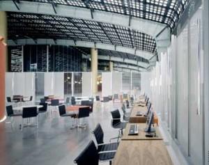 Assurantiebeurs/lounge met open zicht naar beurszaal