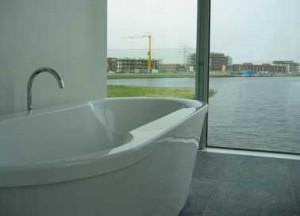 Zicht vanuit de badkamer op Nesselande