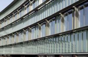Detail westgevel appartementengebouw