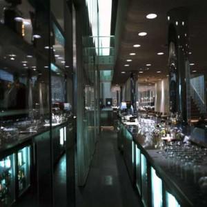 Bar en glazen wand
