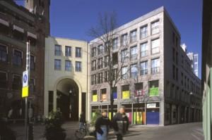 Het nieuw vormgegeven plein