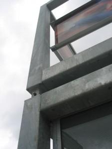 Detail van het onbehandelde, thermisch verzinkte stalen frame