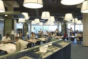 De krantenzaal op de eerste verdieping