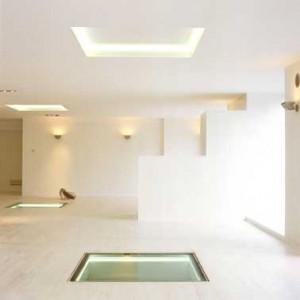 Interieur met vloervensters