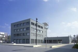 Het nieuwe plein voor het gebouw