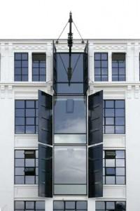 Detail raam op gevel