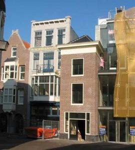 De Kettingstraat met links het pandje van Berlage
