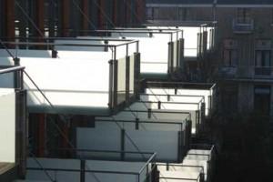 De karakteristieke balkons van de nieuwbouw