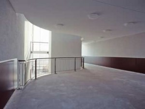 Ruime en overzichtelijke trappenhuizen met vides