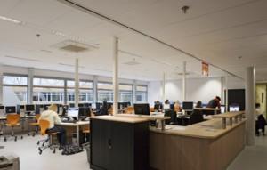 Open werkplekken op een van de verdiepingen