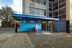 De blauwe ingang
