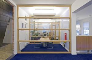 Transparante en lichte spreekkamers