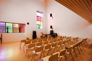Een van de kleine kerkzalen