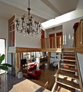 Hoge ruimtes en overal doorkijkjes door het hele huis
