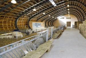 In het lage deel van de koker bevindt zich de potstal voor de schapen. Het hoge deel is voor de opslag van stro en hooi