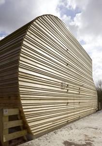 De gevels zijn bekleed met gepotdekselde delen western red cedar