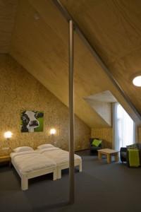 Op de verdieping zijn de kamers met het karakter van een zolderkamer