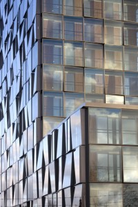 De gevel van het Kasteel doet denken aan de gevel van de kantooruitbreiding in St. Gallen van Herzog & de Meuron