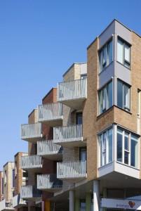 Detail gevel Lonnekerspoorlaan, geen spectaculair aanzicht, wel architectuur die de bewoners aanspreekt