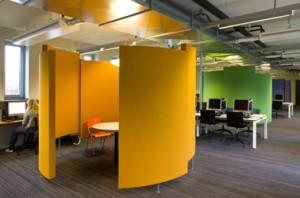 Niet hufterproof: overlegkamers voor kleine werkgroepen, bekleed met akoestisch materiaal