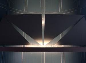 Detail geluidreflectoren boven het podium op beletage