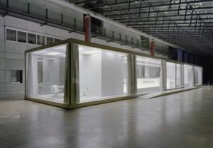 De overdekte Galeria waarin het informatiecentrum staat is een visueel drukke ruimte
