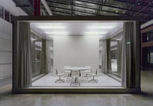De spreekkamers kunnen met geluiddempende gordijnen worden afgesloten