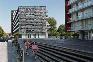 Het dek tussen de gebouwen en de Osdorper Ban