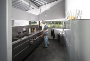 De keuken staat in directe verbinding met de woonkamer