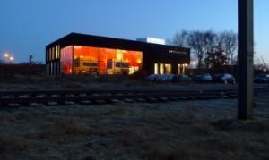 Het simulatorcentrum bij avond
