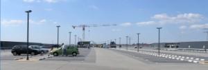 Het enorme parkeerdak richting kop, boven de stramienen 46-52 moet nog een overbrugging komen