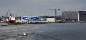 Toekomstig silhouet van de Stormpolder gezien vanaf de Oude Maas met links Hal 11