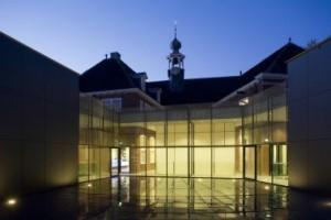 Transparante gevel aan de nieuwe binnenplaats
