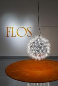 De lamp bij de entree is een ontwerp van Achille Castiglioni