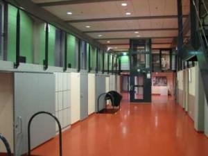 De nachtopvang bevindt zich achter de groene deuren van de entresol