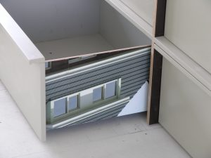 Alle kasten zijn ontworpen door 2012Architecten, met hergebruikte bouwborden aan binnenzijde. Foto Jacqueline Knudsen.