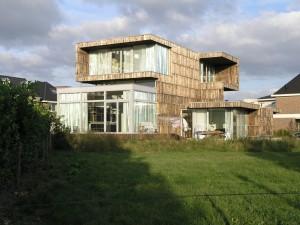 Vanuit het westen met links de studio annex keuken en rechts de woonkamer. Foto Jacqueline Knudsen.