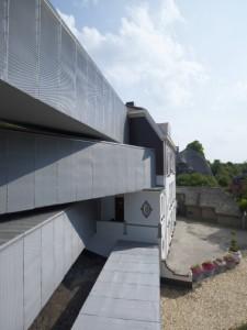 5 De aansluiting van de loopbruggen met de bestaande villa's is messcherp