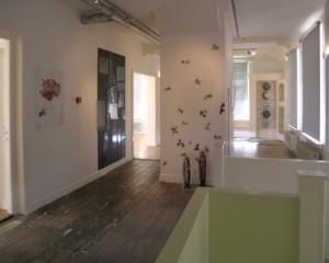 6 Villa Lingesigt dijkniveau, een variëteit aan vloeren vormen een fraaie ruwe achtergrond voor glasexposities