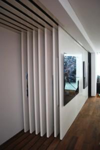 Zeven van de 28 eletrisch verschuifbare wanden, die zorgen voor extra expositie-capaciteit