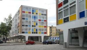 1 De kleurige gevelvlakken hebben het complex de naam Verfdoos bezorgd
