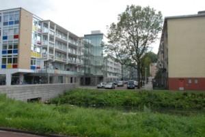 3 Bij de Grote Verfdoos zijn op de eerste verdieping grote woningen gerealiseerd met terrassen op de uitgebouwde plint