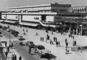 8 Het winkelgebouw in de jaren '50