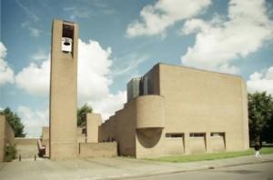 5 De oorspronkelijke kerk uit 1967 was markant maar gesloten