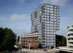 1 In hoog- en laagbouw is de horizontale belijning van de bestaande flat