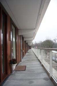 10 Galerij nieuw: verbreed, nieuwe balustrades en puien met palet met nummer/naamplaat/deurbel/verlichting