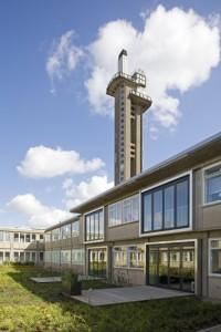 5 Aluminium harmonicavouwwanden geven toegang tot een terras en fungeren op de verdieping als Frans balkon